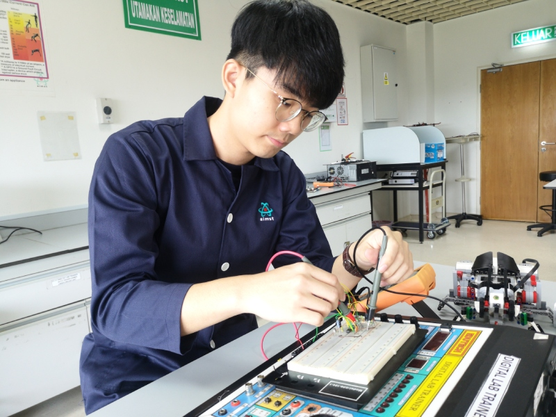 Electronic Engineering student training at lab